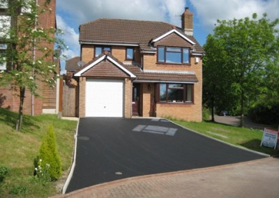 recent contract for tarmac driveways in runcorn with block paved edging